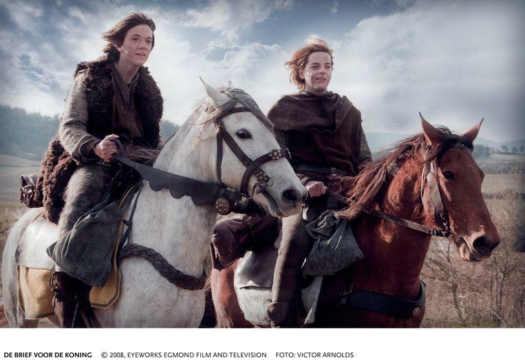 Quinten Schram (links) en Yannick van de Velde in 'De brief voor de koning'.  Foto Victor Arnolds Beeld