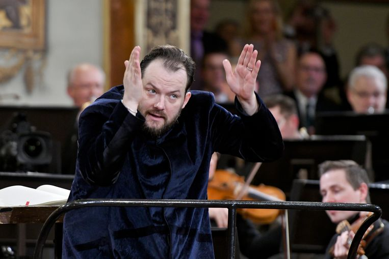 De Letse dirigent Andris Nelsons dirigeert de Wiener Philharmoniker tijdens het 'Nieuwjaarsconcert 2020' in Wenen, Oostenrijk.  Beeld AFP