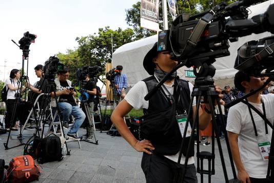 Journalisten wachten op een glimp van Kim bij het St Regis Hotel in Singapore.