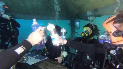 Klinken op een jarig duikcentrum: dat doe je onder water, natuurlijk!