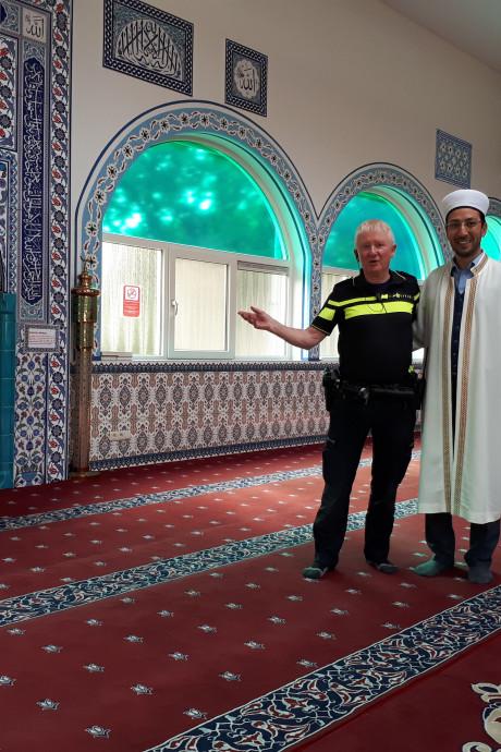 Beluister hier wijkagent Henri die vertelt over de moskeeën in Zwolle