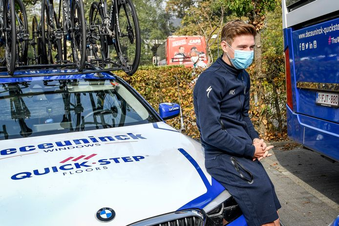 Mardi, Remco Evenepoel était venu saluer ses équipiers au départ des championnats de Belgique.