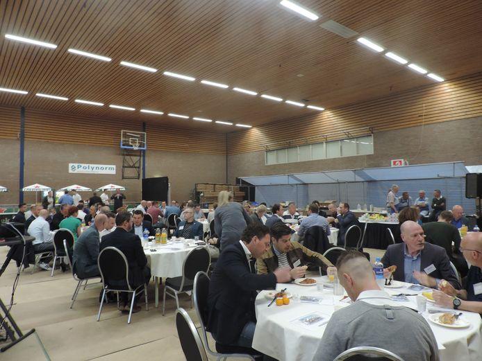 Met een ontbijt in de sporthal richtten de ondernemers in Bunschoten het BNI op.
