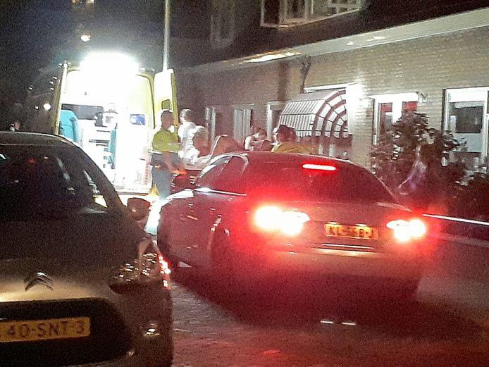 Bij een steekpartij in de Resedastraat raakte afgelopen nacht één persoon gewond.