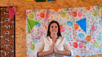 Aniek helpt kinderen ontspannen in haar praktijk 'Uniek'