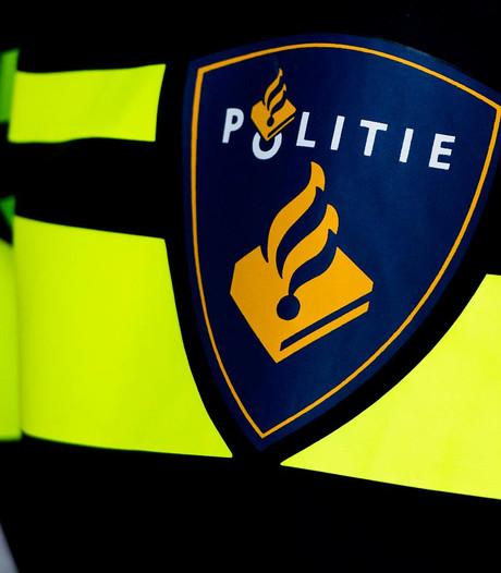 Tientallen auto's bekrast bij station Diemen