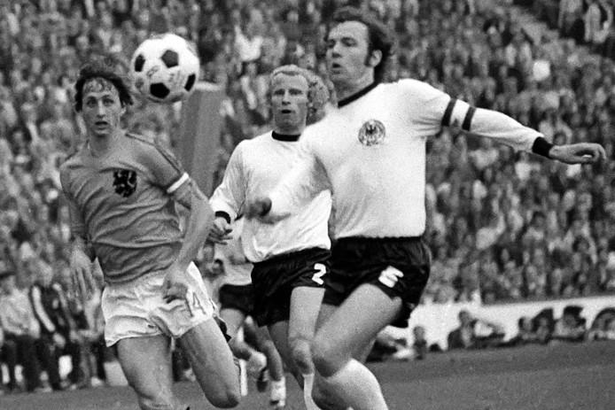 WK-finale van 1974: Duel tussen de Verlosser (Johan Cruijff) en de Keizer (Franz Beckenbauer).