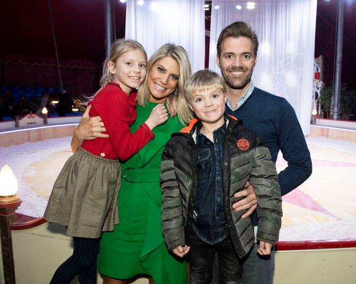 Voormalig Miss Belgian Beauty Nele Somers nam manlief Philippe en kinderen Ella Marie en Rafaël mee naar het circus.