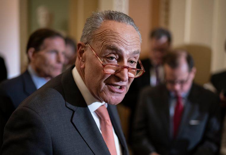 Democratische Senaat fractieleider, Chuck Schumer, en andere Democraten vinden de maatregelen veel te laat.