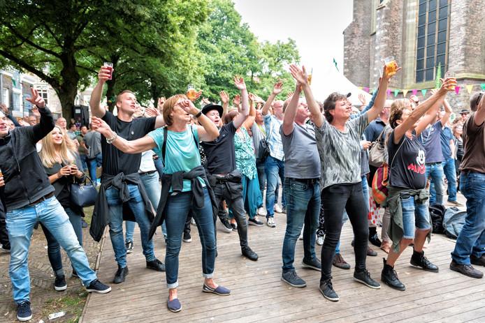 Van Eigen Bodem laat het publiek meedoen op het Grotekerksplein.