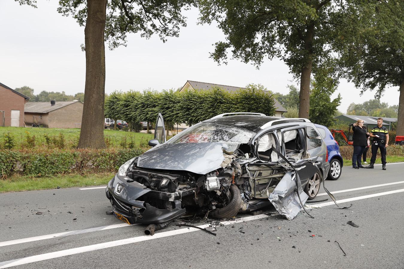 Grote schade aan een van de voertuigen door het ongeval.