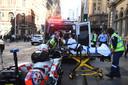 Een vrouw werd in Sydney in haar rug gestoken en moest naar een ziekenhuis.