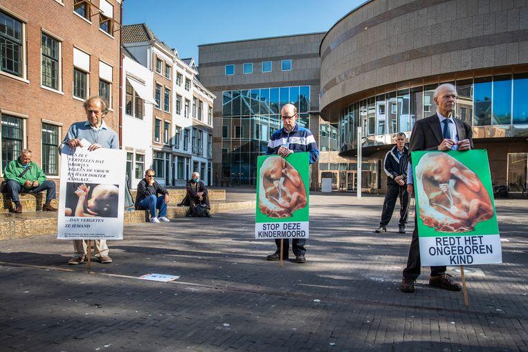 De Christelijke Pro-Life Beweging demonstreert tegen abortus bij de Tweede Kamer. Beeld Hollandse Hoogte / Laurens van Putten