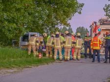 Bestuurder zwaargewond na botsing met boom in Stavenisse