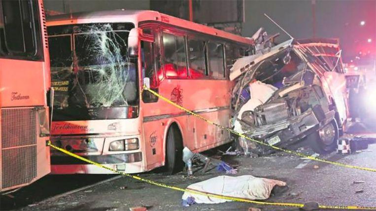De bestuurder van een van de bussen is opgepakt.