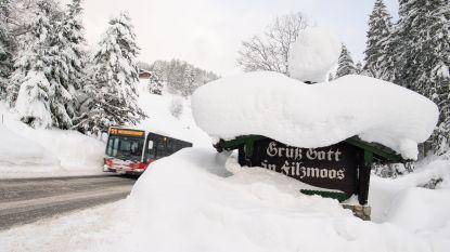 Zware sneeuwval blijft Oostenrijk en Zuid-Duitsland teisteren: code rood in Alpen, extreem groot lawinegevaar