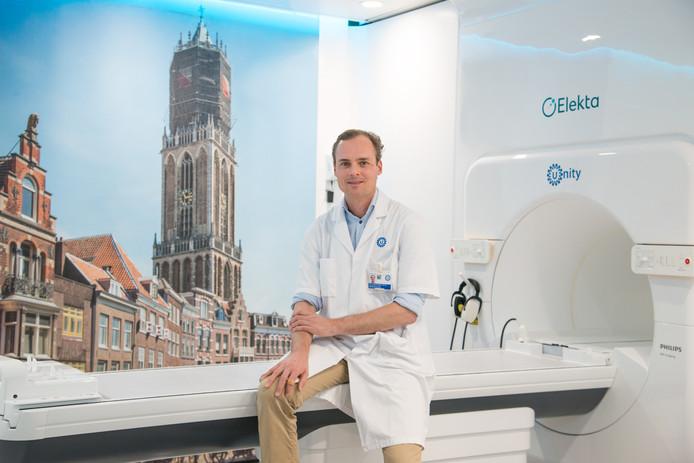 Radiotherapeut Jochem van der Voort van Zyp voor de MRI-Linac.