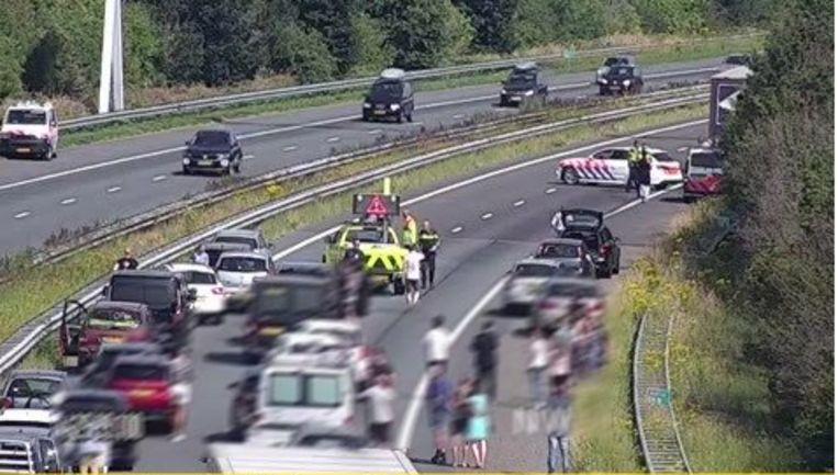 De snelweg A29 werd afgesloten na het ongeval. Het verkeer werd later omgeleid.