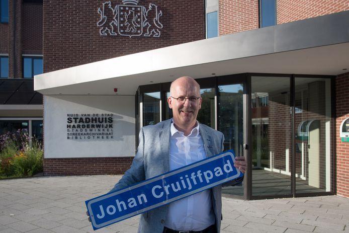 Het begon met het idee van Bert Holleman voor een Johan Cruijffpad. Nu wordt gemikt op het vernoemen van oud-sporters uit Harderwijk en Hierden.