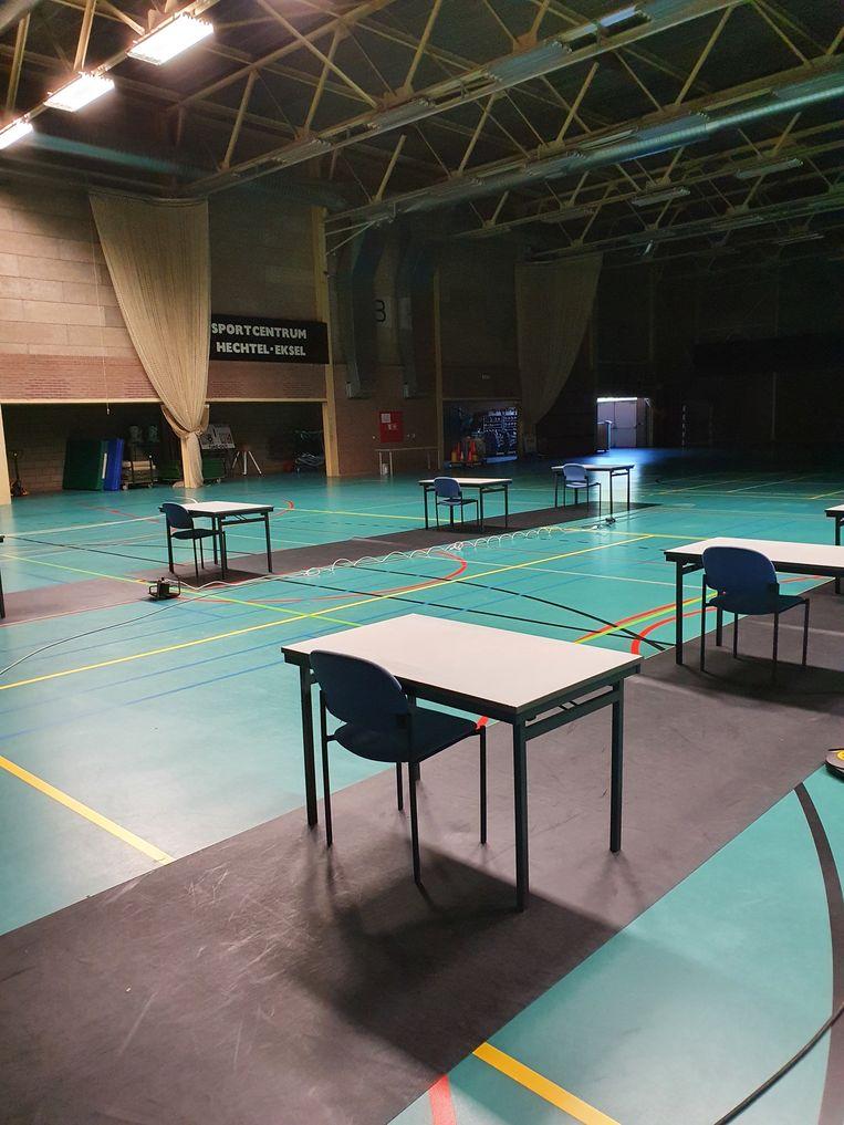 De sporthal wordt klaargestoomd voor de studenten
