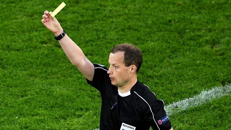 De Schot William Collum is door de UEFA aangewezen als scheidsrechter bij Ajax tegen Rostov Beeld epa