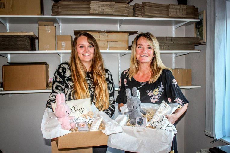 Emily en mama Katrien met hun leuke aanbod.