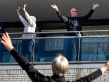 Arnhemse fysiotherapeuten van FysioDynamiek laten ouderen bewegen op hun eigen balkon
