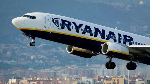 Een vliegtuig van Ryanair dat opstijgt in Barcelona.