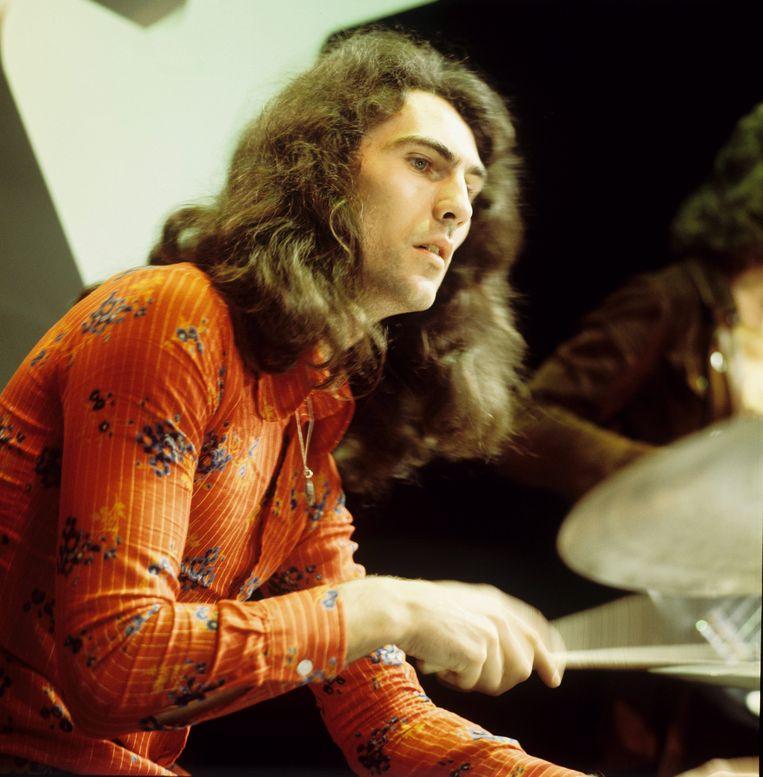 Cesar Zuiderwijk van de Golden Earring in 1972 tijdens een optreden in Hilversum. Beeld GettyImages
