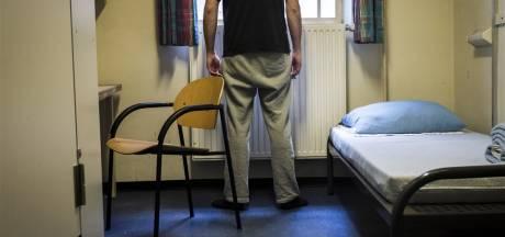 Bajesmedewerkers: Verstrek softdrugs aan gedetineerden vanwege coronacrisis