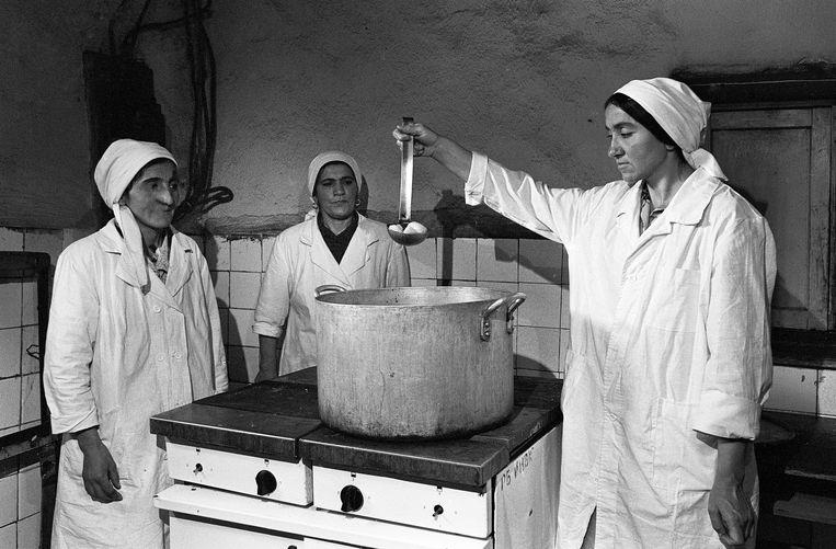 Ziekenhuiskeuken in Rushkala, Tadzjikistan, 1995. Beeld Eddy Posthuma de Boer