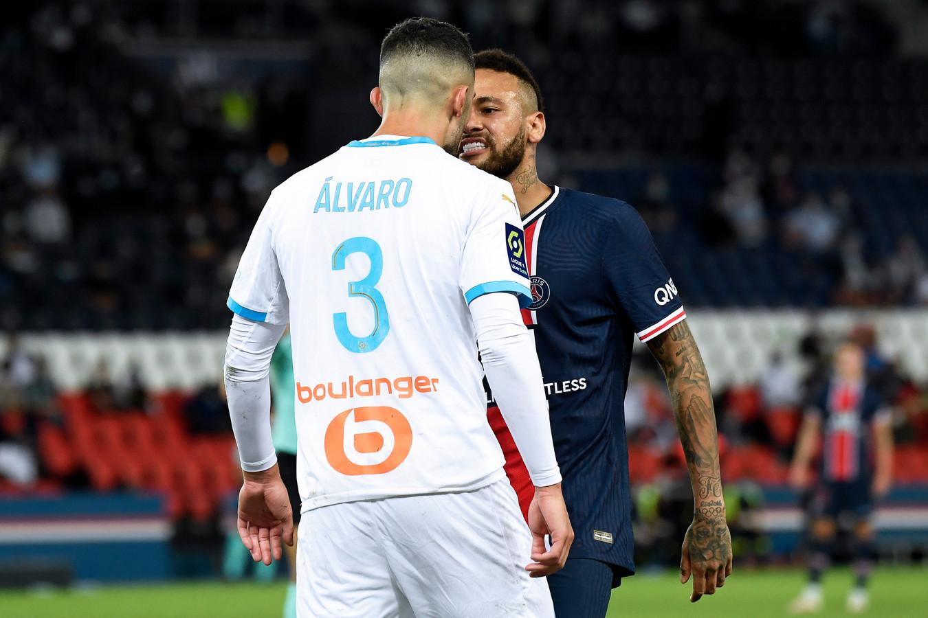 Neymar et Alvaro Gonzalez.