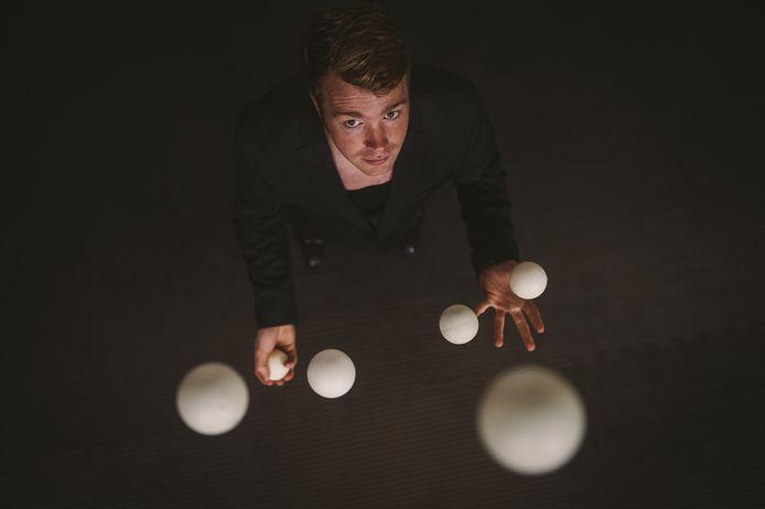 Circusartiest Harm van der Laan van Circus Studio Rotterdam - een initiatief van Tall Tales Company.