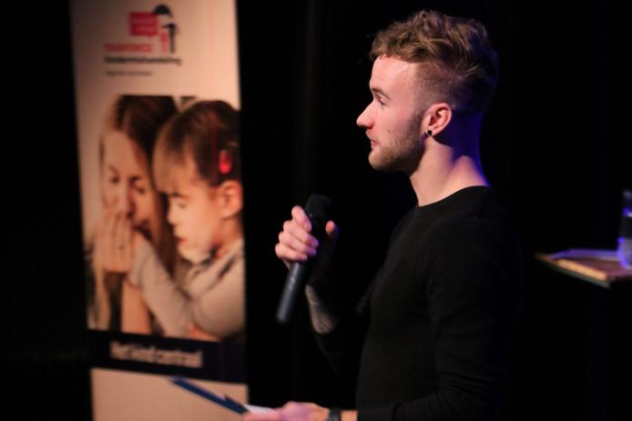 Jeroen van de Ven spreekt op de aftrap van de week tegen kindermishandeling in Tilburg.