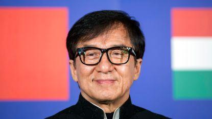 """Jackie Chan onthult: """"Ik spendeerde mijn fortuin aan hoeren"""""""