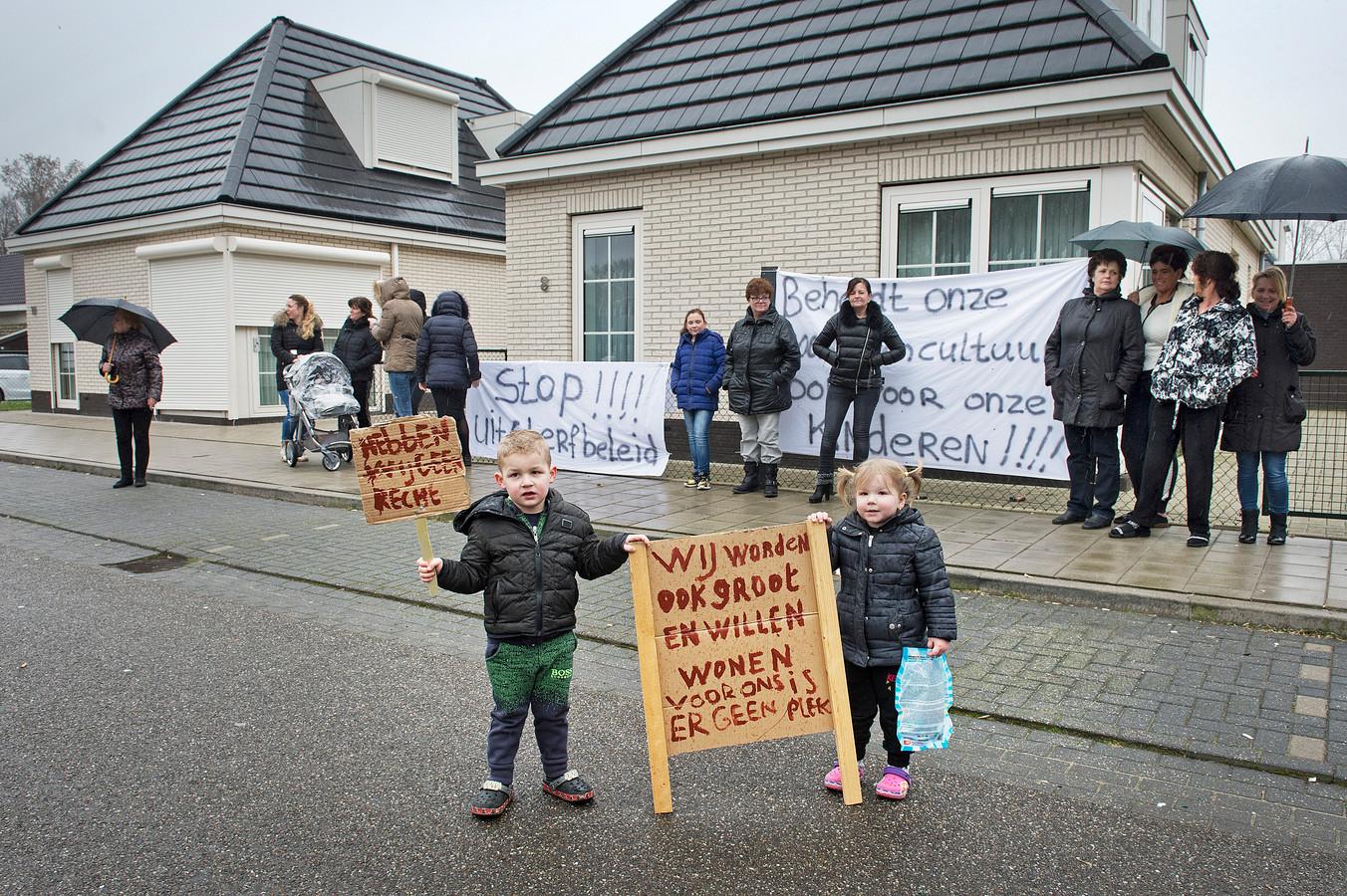 Bewoners van het deels 'versteende' woonwagenkamp Teersdijk willen meer standplaatsen op een direct aangrenzend terrein.