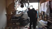 VIDEO. Schoolbus rijdt woning bejaard koppel binnen in Zwalm