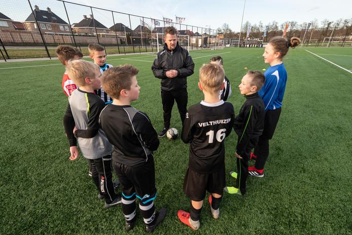 AVC Heracles stopt vanaf volgend seizoen met selectievoetbal bij de jongste jeugd.