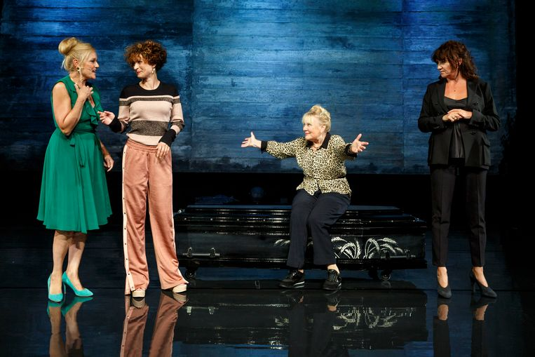 Van links naar rechts: Margo Dames, Eva van de Wijdeven, Trudy de Jong en Renée Fokker in 'Judas'. Beeld Bob Bronshoff