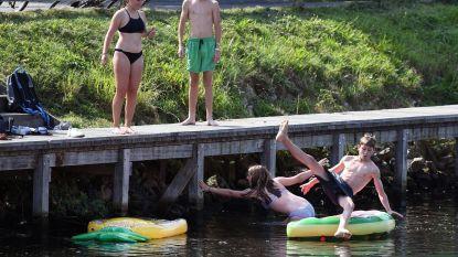 Blauwalgen en politie houden zwemmers uit kanaal