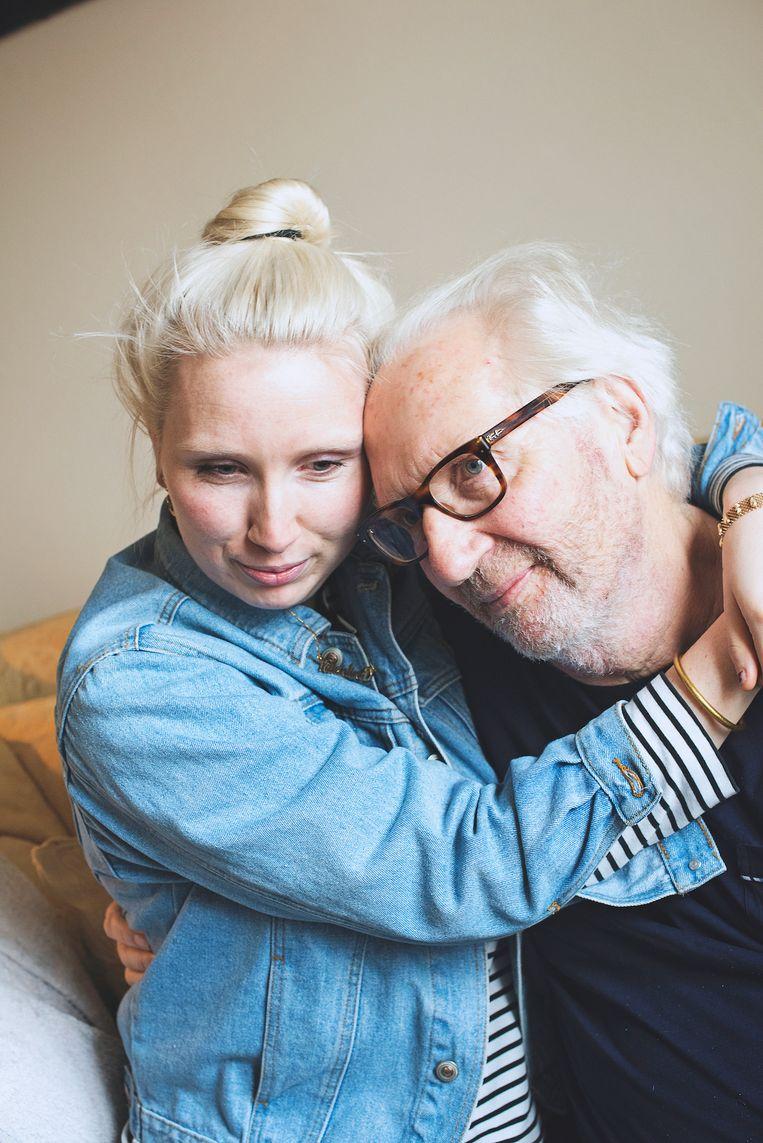 Valentina Vos en haar vader. Beeld Jonathan Vos