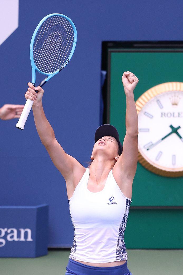 Pironkova juicht het uit na haar zege in de achtste finales.