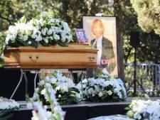 """Des centaines de personnes rendent un dernier hommage à Annie Cordy: """"Nous ne t'oublierons pas"""""""