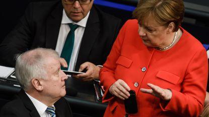 """Merkel en Seehofer opnieuw in de clinch na migratie-onrust in Chemnitz: """"Moeder van alle politieke problemen"""""""