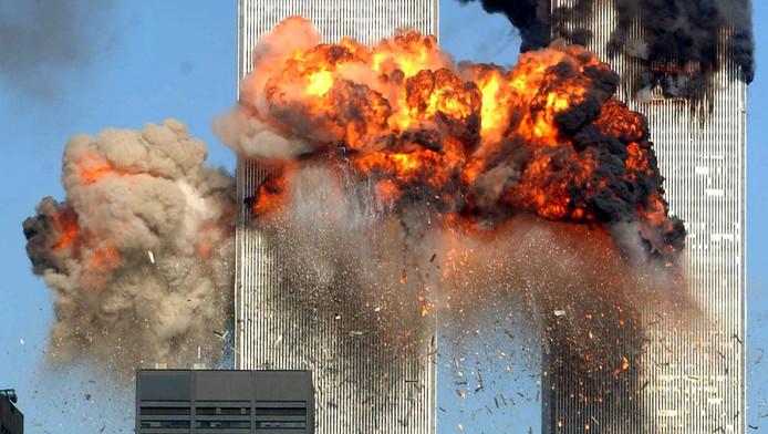 11 september 2001. 09.03 uur: Het moment dat vlucht 175 zich in de zuidelijke toren van het World Trade Center boort.