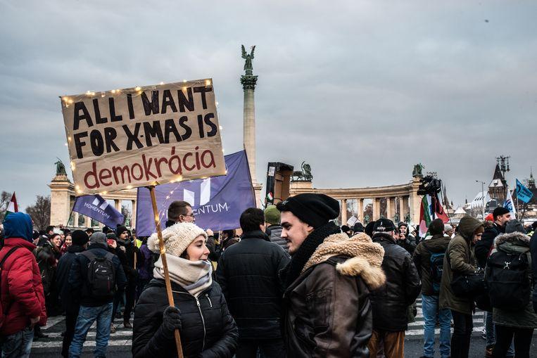 Demonstratie tegen de zogenaamde 'Slavenwet' in Boedapest, 16 december 2018. Beeld Getty