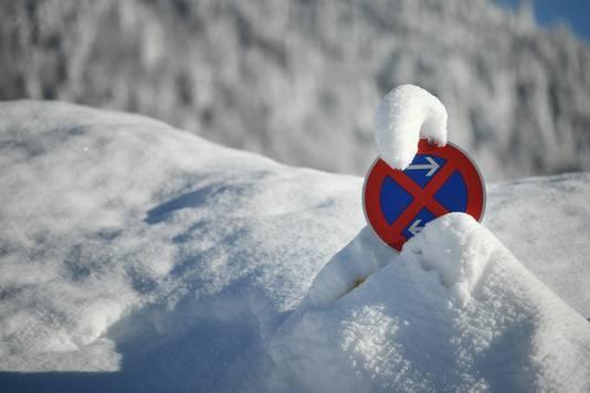 Vakantiegangers die met de auto naar wintersport gaan, moeten rekening houden met veel overlast.