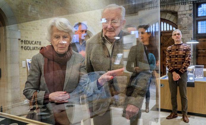 Het echtpaar Eliane Thevelin (90) en Charles Vermeulen, de ouders van Edouard Vermeulen, gekend van het modehuis Natan, zijn tevreden met wat het museum doet met de kant.