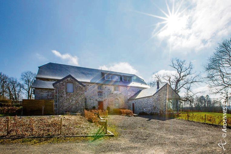 Vakantiehuis met tennisveld en zwembad te huur in Gesves