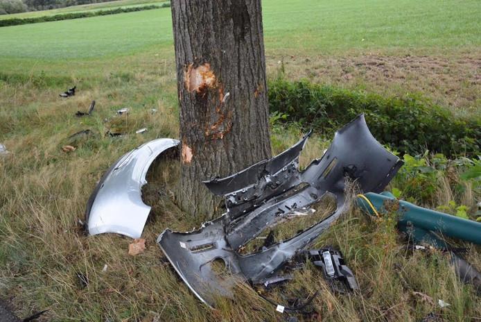 Schade aan de auto en aan de boom